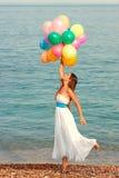 Lycklig flicka med ballonger Arkivbilder
