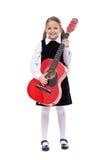 Lycklig flicka med den eleganta dräkten och gitarren Fotografering för Bildbyråer