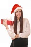Lycklig flicka med gåvaasken i julhatt Royaltyfri Foto