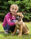 Lycklig flicka med henne valp Royaltyfria Foton