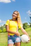 Lycklig flicka med volleybollbollen Royaltyfria Foton