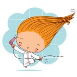 Lycklig flicka som blåser hår med en hårtork Royaltyfri Foto