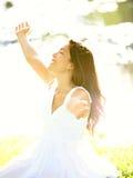 Lycklig fri kvinna royaltyfri fotografi