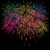 Lycklig fyrverkeribakgrund för nytt år Arkivfoton