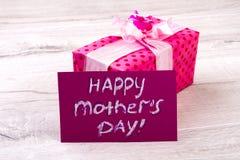 Lycklig gåva för dag för moder` s arkivbilder