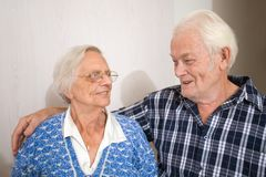 lycklig gamla människor Arkivfoto