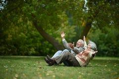 lycklig gamla människor Royaltyfri Bild