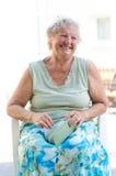 Lycklig gammal kvinna Arkivbild