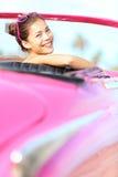 lycklig gammal retro tappningkvinna för bil Royaltyfri Bild