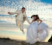 Lycklig gift par. fotografering för bildbyråer