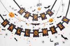 Lycklig girland och garnering för halloween partisvart Arkivbilder