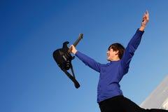 lycklig gitarrist Fotografering för Bildbyråer
