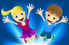 lycklig glädjebanhoppning för barn Royaltyfri Fotografi