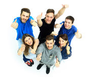 Lycklig glad grupp av att hurra för vänner Arkivbild