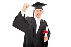 Lycklig grabb som firar hans avläggande av examen Arkivfoton