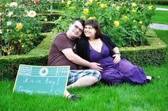 Lycklig gravid kvinna Royaltyfria Bilder