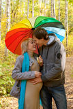 Lycklig gravid kvinna och en man Arkivbilder