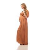 Lycklig gravid kvinna som trycker på hennes stora buk Royaltyfri Bild