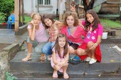Lycklig grupp av flickor Royaltyfria Foton