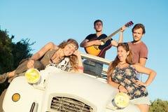 Lycklig grupp på semestrar Royaltyfria Bilder