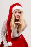 Lycklig gullig kvinna i santa hjälpredahatt Jul Fotografering för Bildbyråer