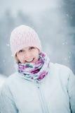 Lycklig gullig kvinna som tycker om vinter royaltyfri fotografi