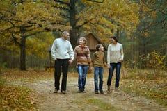 lycklig härlig familj Arkivbild