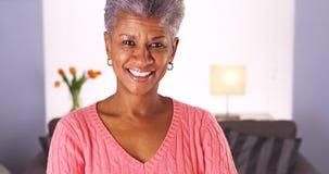 Lycklig hög afrikansk kvinna royaltyfria foton