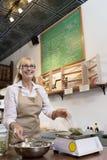 Lycklig hög handels- mäta ingrediens på viktskala i kryddalager fotografering för bildbyråer