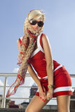 lycklig hög kvinna för mode arkivfoton