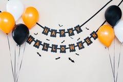Lycklig halloween partigirland med luftballonger Royaltyfria Foton