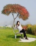 lycklig havandeskapkvinna Royaltyfri Fotografi