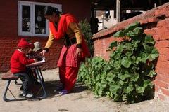 lycklig home kathmandu skola Royaltyfri Fotografi