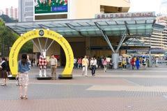 lycklig Hong Kong racecoursedal Arkivfoton