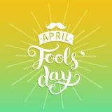 Lycklig illustration för vektor för kort för hälsning för dumbom`-dag 1st av april bakgrund med den handbokstäver och mustaschen Royaltyfri Fotografi