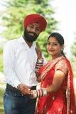Lycklig indisk ung vuxen gift par Arkivfoto