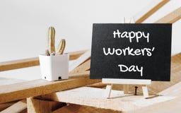 Lycklig internationell arbetar`-dag och lyckligt begrepp för arbets- dag Sm Fotografering för Bildbyråer