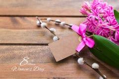 Lycklig internationell kvinnadag hyacint över trä Royaltyfri Bild