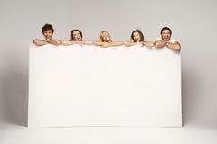 Lycklig joyful grupp av vänner Royaltyfria Bilder