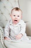lycklig joyful liten stående för härlig pojke Arkivbild
