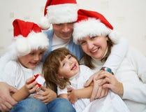 lycklig julfamilj Royaltyfria Bilder