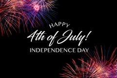 Lycklig Juli 4th hälsning med svart bakgrund arkivbild