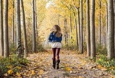 lycklig körning till och med skogen Royaltyfria Foton