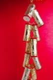 lycklig kinesisk smällaregarnering för nytt år Arkivbilder