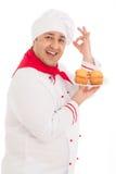 Lycklig kockinnehavplatta med att bära för 4 muffin som är rött, och vitFN Arkivbilder