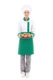 Lycklig kockkvinna i enhetligt hållande magasin med muffin - len mycket Royaltyfri Fotografi