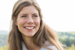 lycklig kvinna för closeup royaltyfria foton