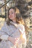 lycklig kvinna för höst Royaltyfri Foto
