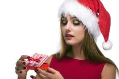 Lycklig kvinna för jul i santa den röda hatten Royaltyfria Foton