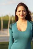 Lycklig kvinna i blue Royaltyfri Foto